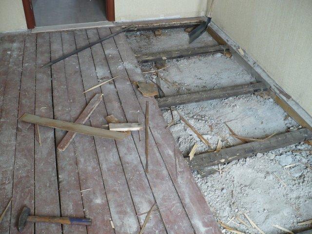 Как укладывается ламинат на деревянный пол