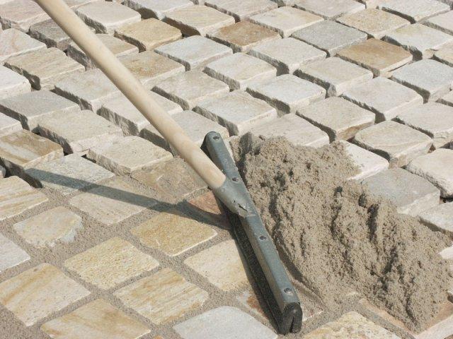Как положить тротуарную плитку в саду своими руками фото 567